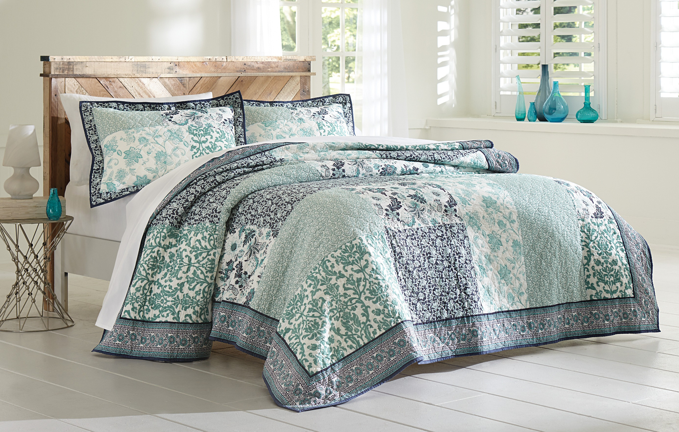 3-Piece Quilted Bedding Set - Floral Print