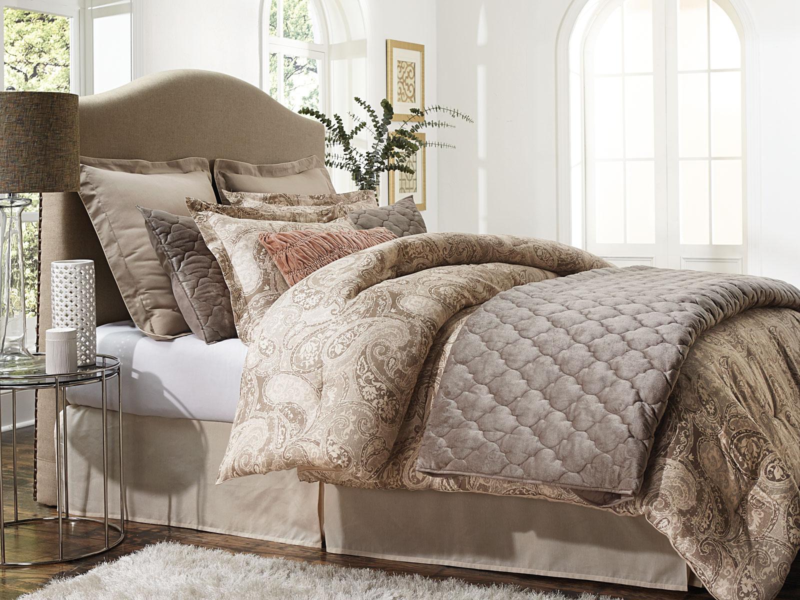 Jaclyn Smith 5-Piece Comforter Set – Paisley Tan