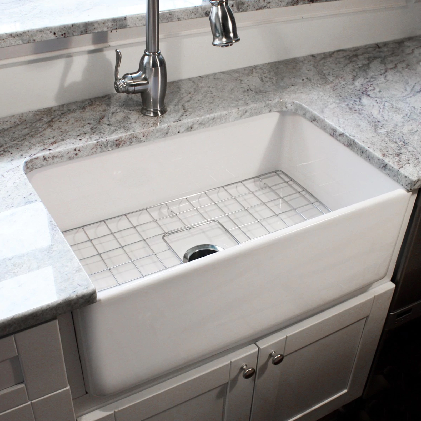Highpoint Collections HIGHPOINT COLLECTION 30 Inch Single Bowl Fireclay  Farmhouse Kitchen Sink With Grid And