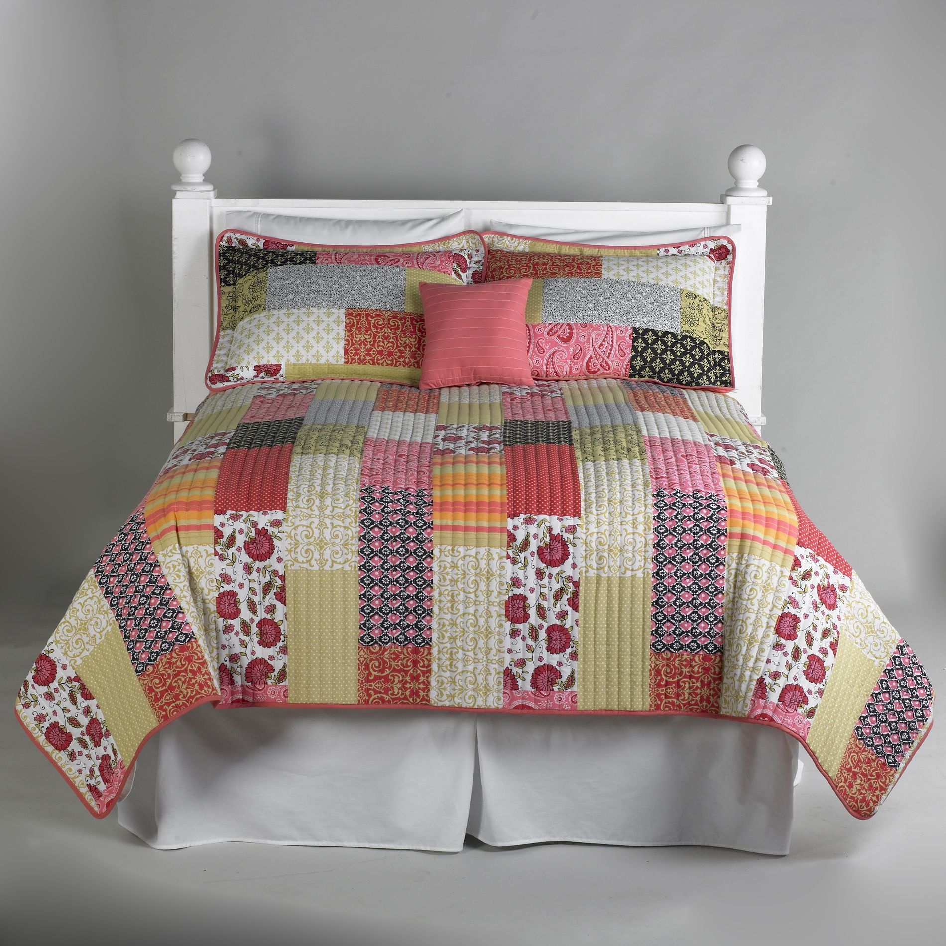 Essential Home Coral Boho Patchwork Quilt 5 Piece Bedding Set