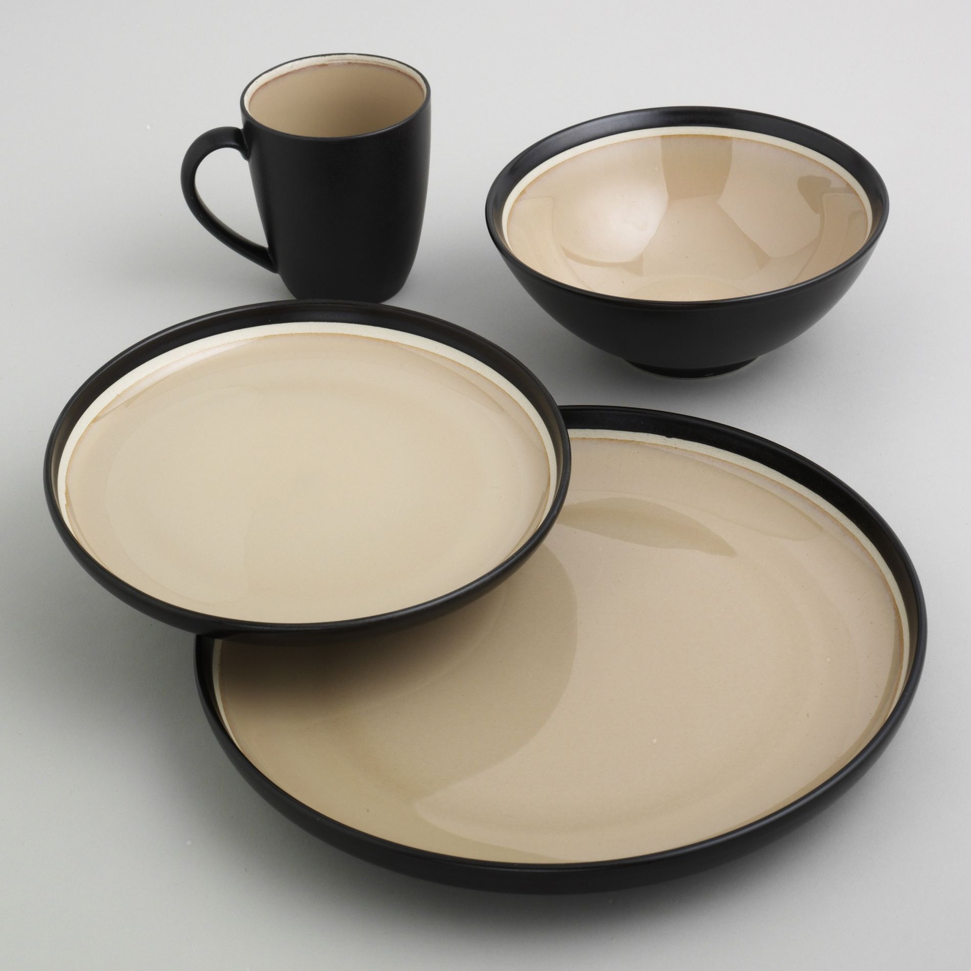 16Pc Encore Dinnerware Set