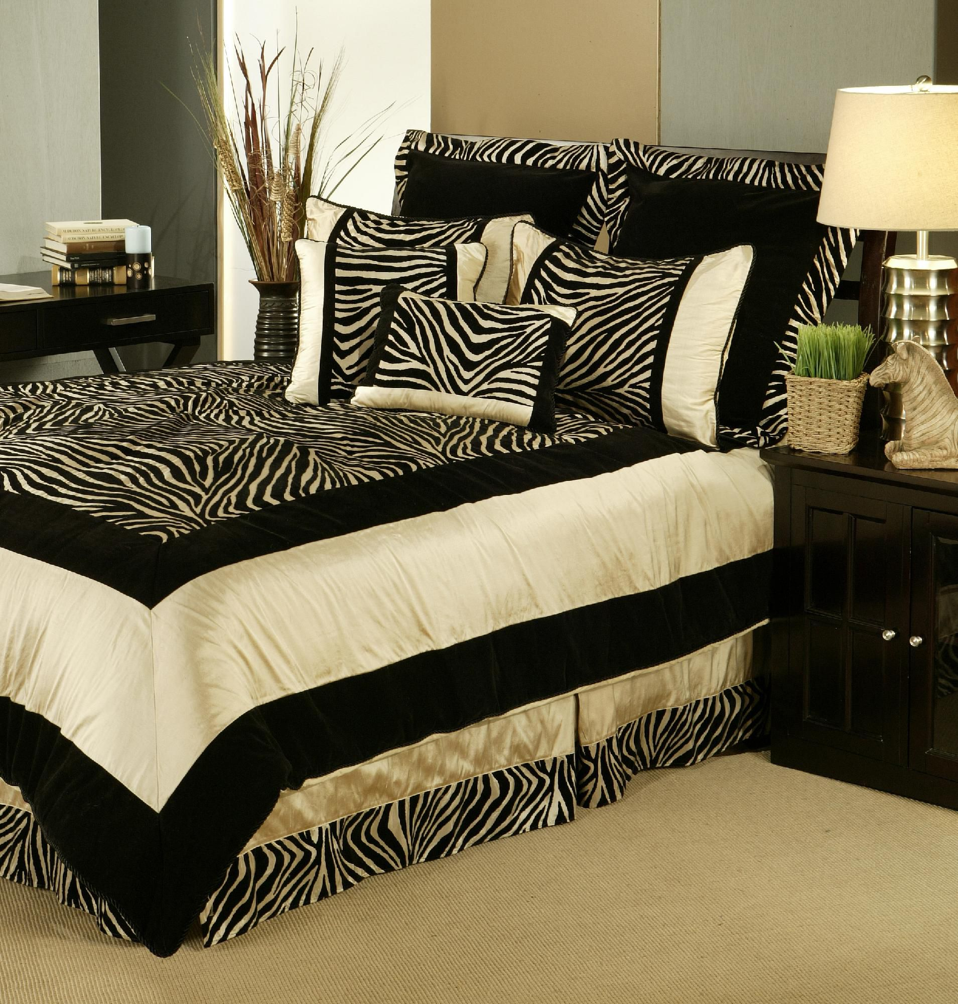 Sherry Kline  Zuma Queen Comforter set