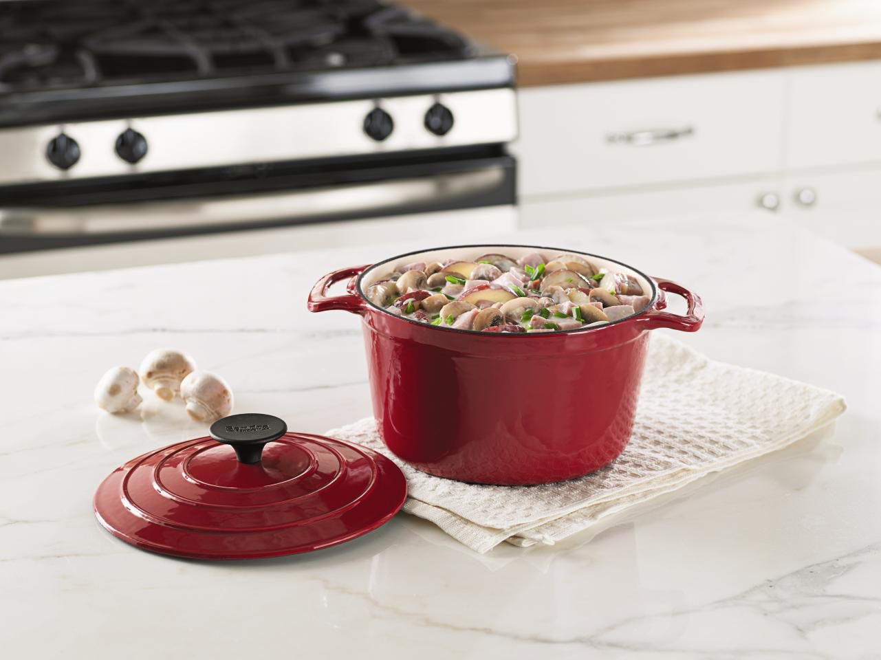 Sandra by Sandra Lee  3.5-qt Red Dutch Oven