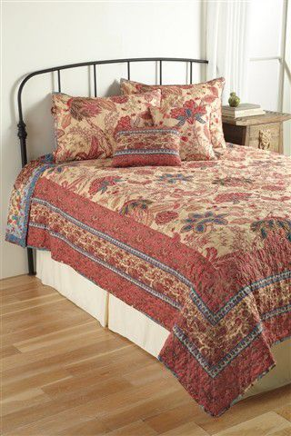 2-in-1 Reversible Quilt Set – Nadine