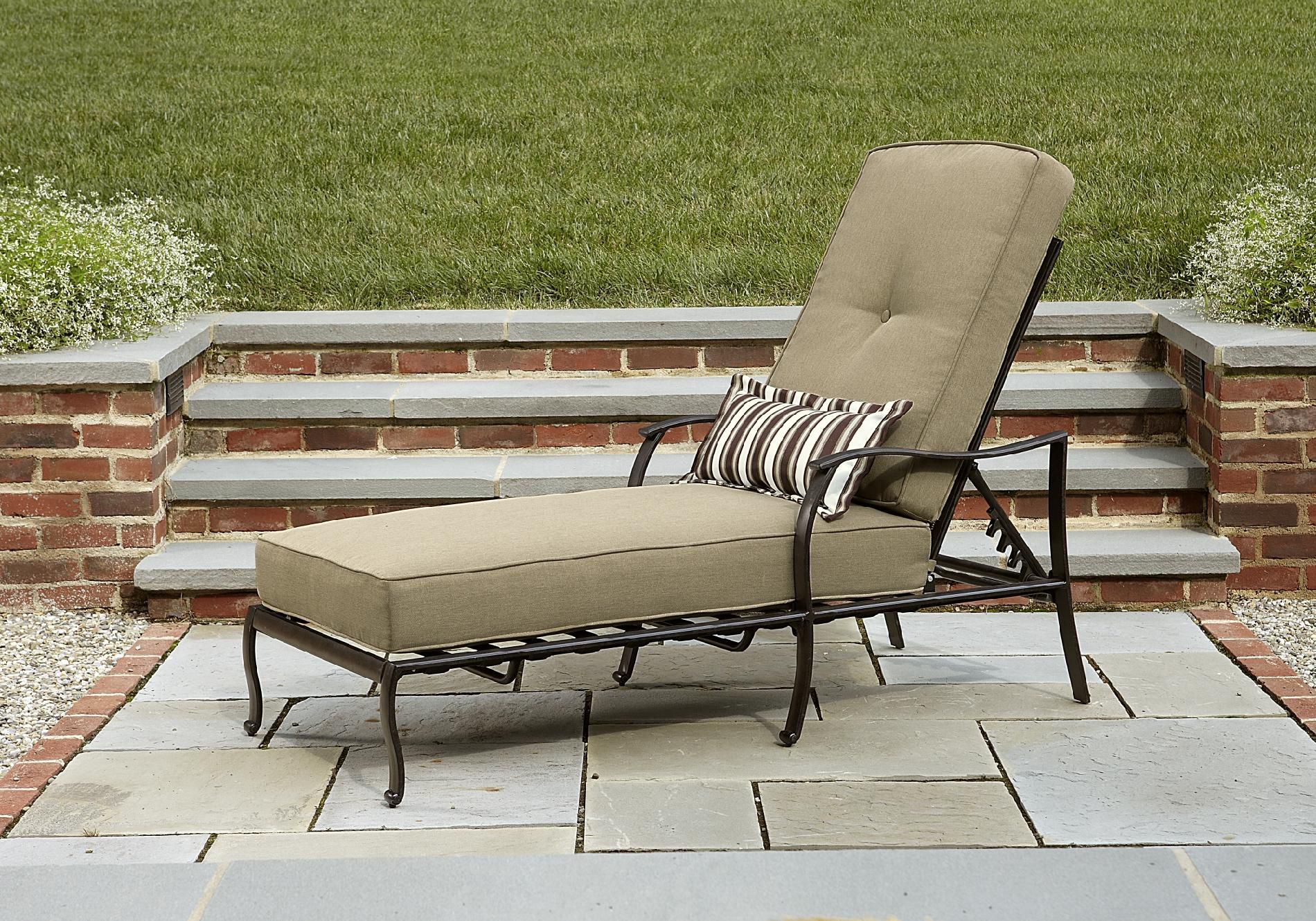 La-Z-Boy Outdoor  McKenna Chaise Lounge