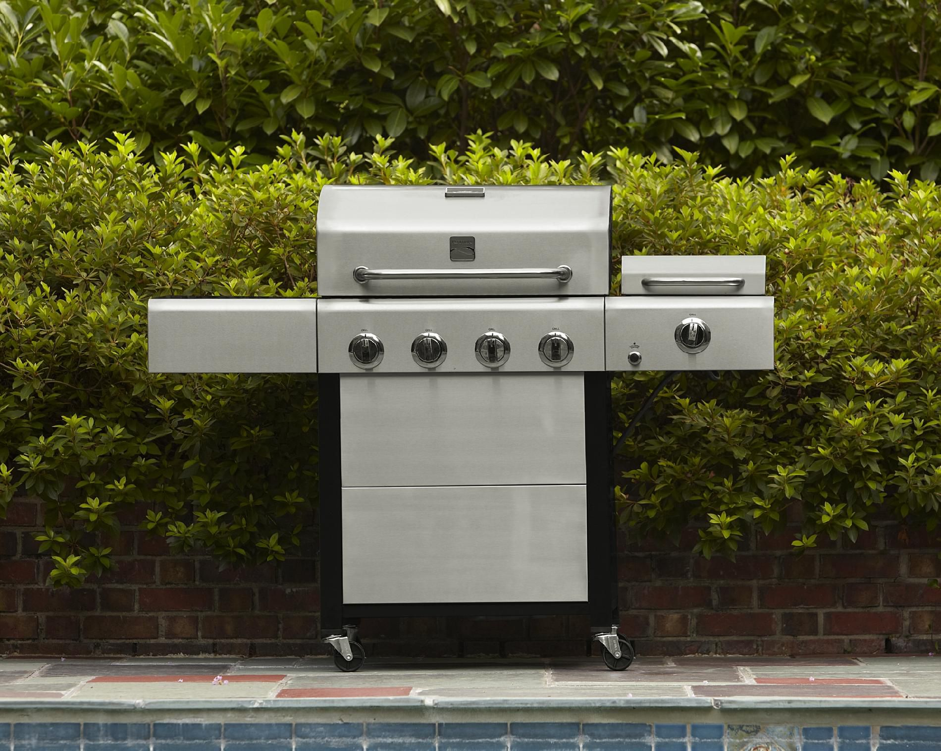 4 Burner Gas Grill with Steamer