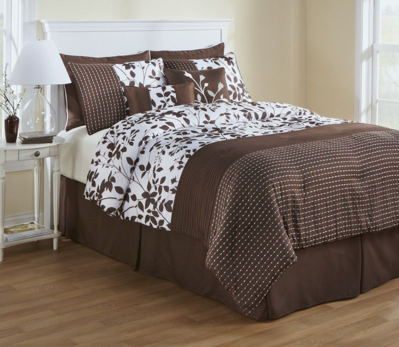 The Great Find  8 piece comforter set