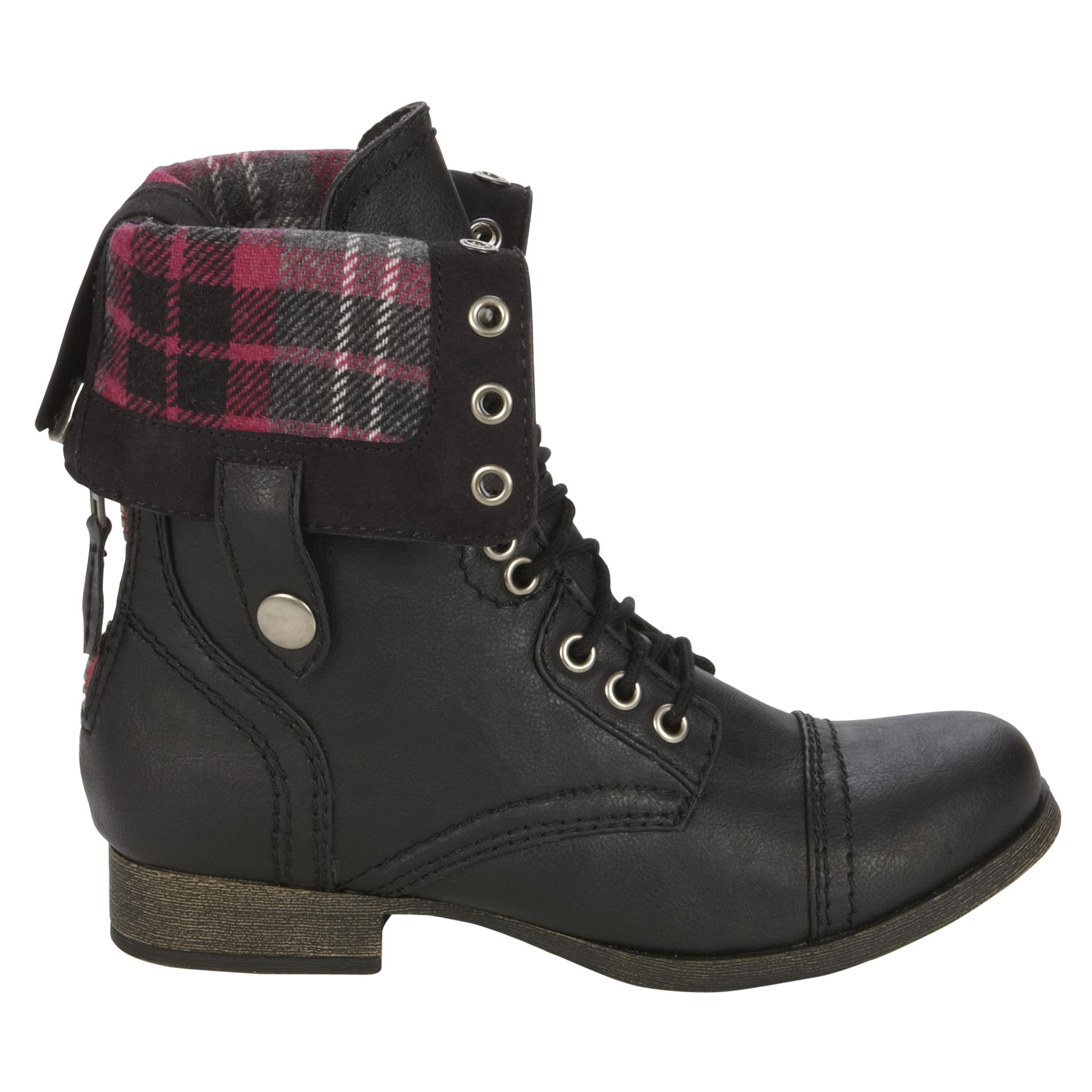 In addition, we stock military boots in styles like black GI jungle boots, waterproof black military boots, black safety and steel toe boots, black tactical boots, and black military combat boots. Discover why Military Uniform Supply is the trusted supplier for black military boots and black leather military boots.